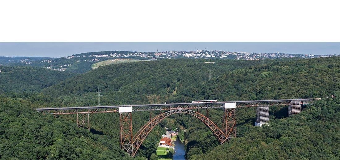 Die Müngstener Brücke im Bergischen Land über die Wupper