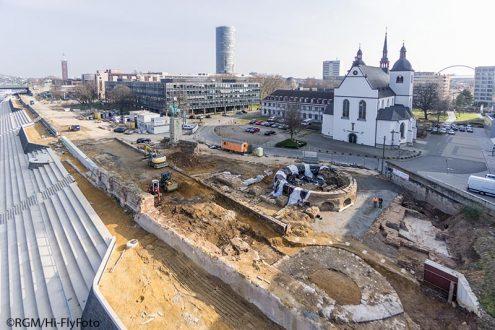 Archäologie und Grabung am Rheinufer Köln