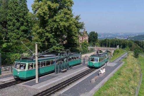 Drachenfelsbahn und Schloss Drachenburg im Siebengebirge
