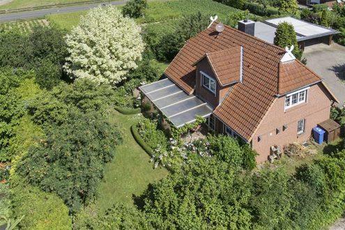 Luftbild von Privathaus im Grünen