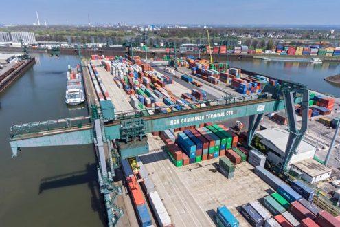 Niehler Hafen in Köln mit Containern