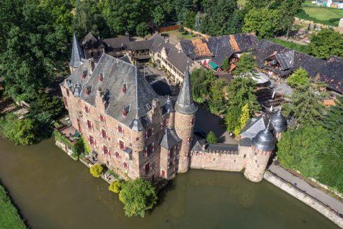 Luftbild von Wasserschloss Satzvey in der Eifel