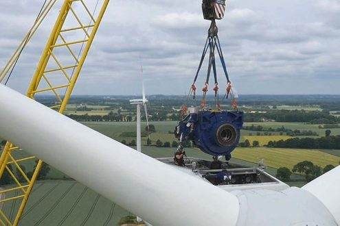 Wartungsarbeiten an einer Windkraftanlage