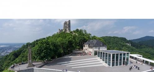 Burg Drachenfels und Ausflugslokal im Siebengebirge. Beliebte Attraktion im Tourismus von Nordrhein-Westfalen