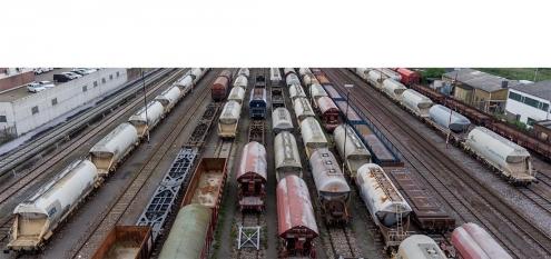 Güterzüge im Rheinhafen Neus/Düsseldorf, Nordrhein-Westfalen. Eigentümer ist RheinCargo eine Kooperation von Häfen und Güterverkehr Köln AG und Neuss-Düsseldorfer Häfen