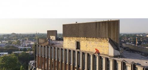 Revitalisierung von BDI Hochhaus in Köln, NRW. Nahaufnahme aus der Luft mit Drohne