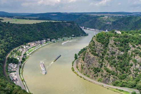 Der romantische Rhein und der Loreley Felsen