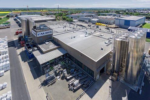 Industrieanlage für Kunststoffe mit Hochsilos in Zülpich