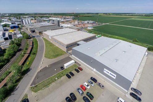 Luftbild von Fabrik für Kunststoffe im Rheinland