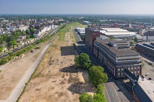 Grundstück für Bauprojekt in Köln-Mülheim, Fotos mit Carlswerk als Grundlage zur Visualisierung