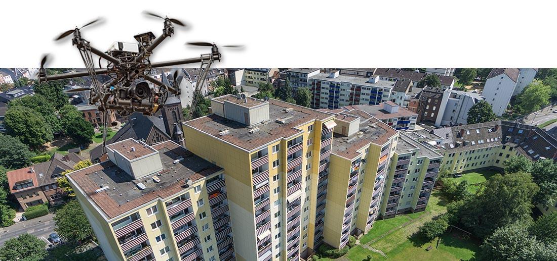 Inspektion von Hochhaus für Immobilienverwalter in Köln. Bestandaufnahme und Gutachten einer Immobilie